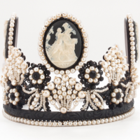 Crown, black cameo & pearl