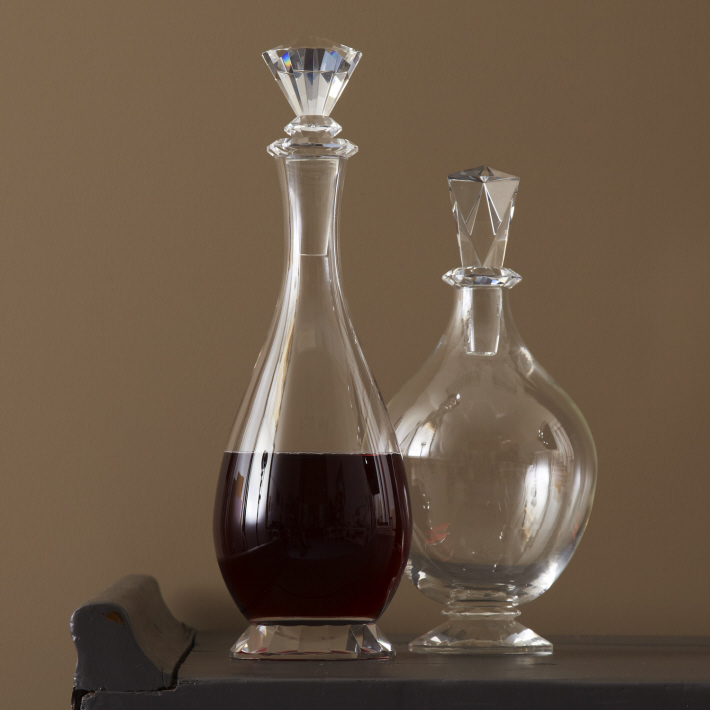 Elegant Decanter with Crystal Stopper