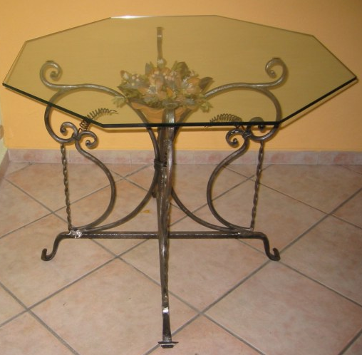 Octagonal Iron Flower Table